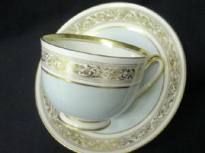 Royal Doulton duck egg cup & saucer c1950